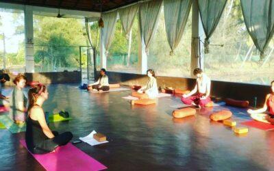 How to teach yoga class
